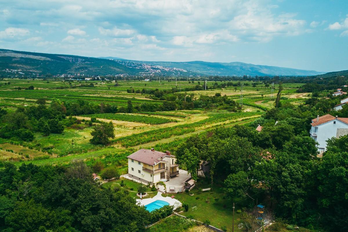 Ferienhaus Familienvilla mit XXL-Pool, Grill, Garten und Spielplatz ganz privat (2573498), Kamenmost, , Dalmatien, Kroatien, Bild 2