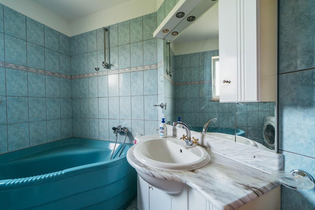 Ferienhaus Familienvilla mit XXL-Pool, Grill, Garten und Spielplatz ganz privat (2573498), Kamenmost, , Dalmatien, Kroatien, Bild 28