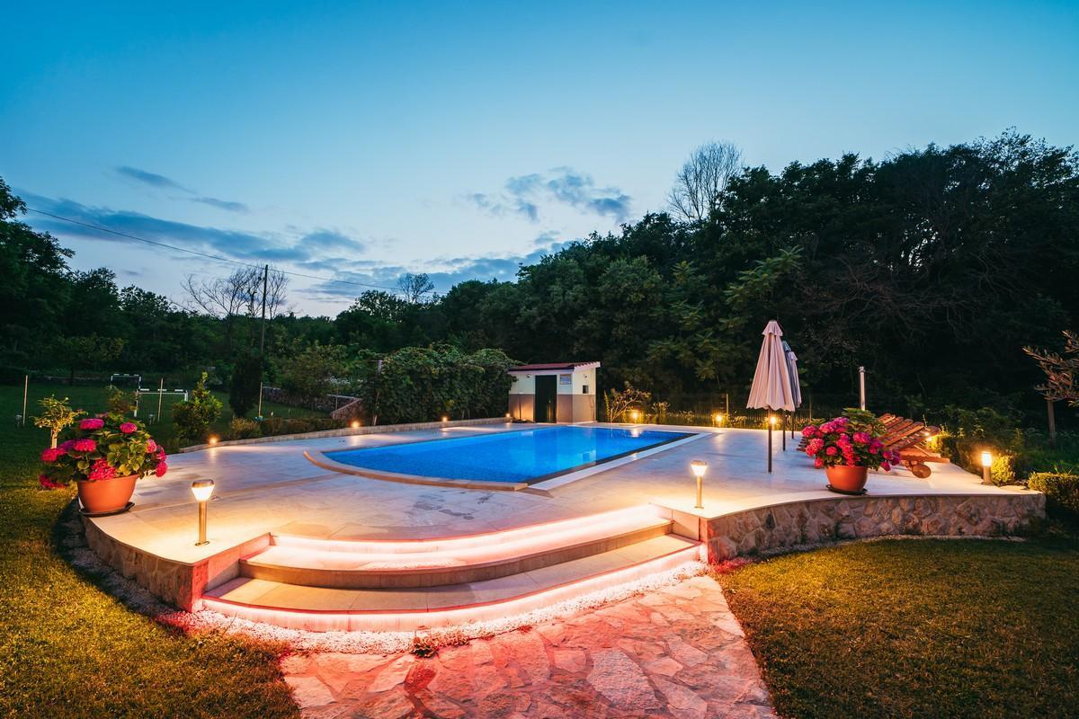 Ferienhaus Familienvilla mit XXL-Pool, Grill, Garten und Spielplatz ganz privat (2573498), Kamenmost, , Dalmatien, Kroatien, Bild 15
