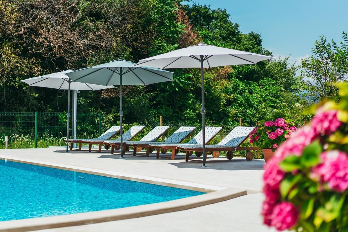 Ferienhaus Familienvilla mit XXL-Pool, Grill, Garten und Spielplatz ganz privat (2573498), Kamenmost, , Dalmatien, Kroatien, Bild 8