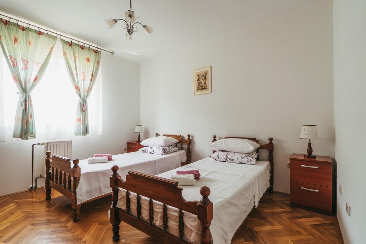 Ferienhaus Familienvilla mit XXL-Pool, Grill, Garten und Spielplatz ganz privat (2573498), Kamenmost, , Dalmatien, Kroatien, Bild 27