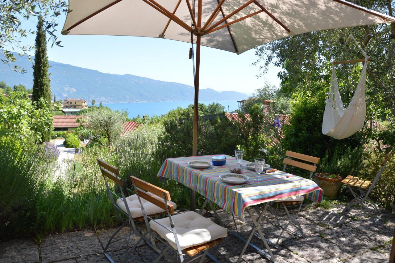 Ferienhaus Bungalow über dem Gardasee mit malerischem Garten,See- und Bergblick (2575328), Gardola, Gardasee, Lombardei, Italien, Bild 2