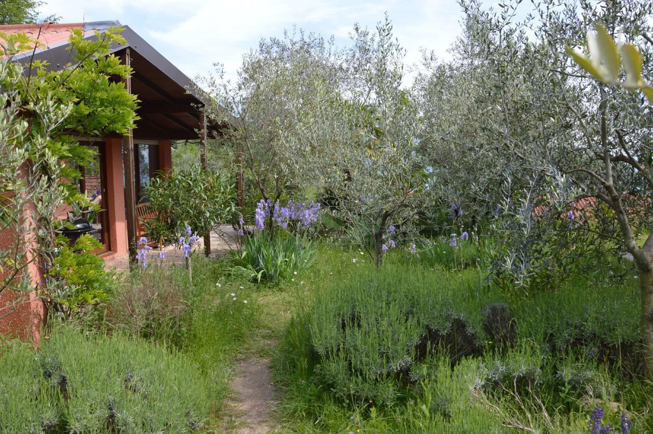 Ferienhaus Bungalow über dem Gardasee mit malerischem Garten,See- und Bergblick (2575328), Gardola, Gardasee, Lombardei, Italien, Bild 17