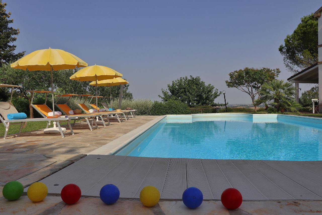 Ferienhaus Private Villa mit Pool, 9 Schlafplätze, 3 Schlafzimmer, WLAN, Klimaanlage, Panoramablick (2575332), Corinaldo, Ancona, Marken, Italien, Bild 21