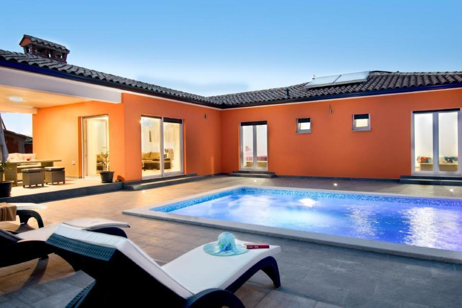 Villa Stella - Neubau mit privatem Pool. Zentrumsn Villa in Kroatien