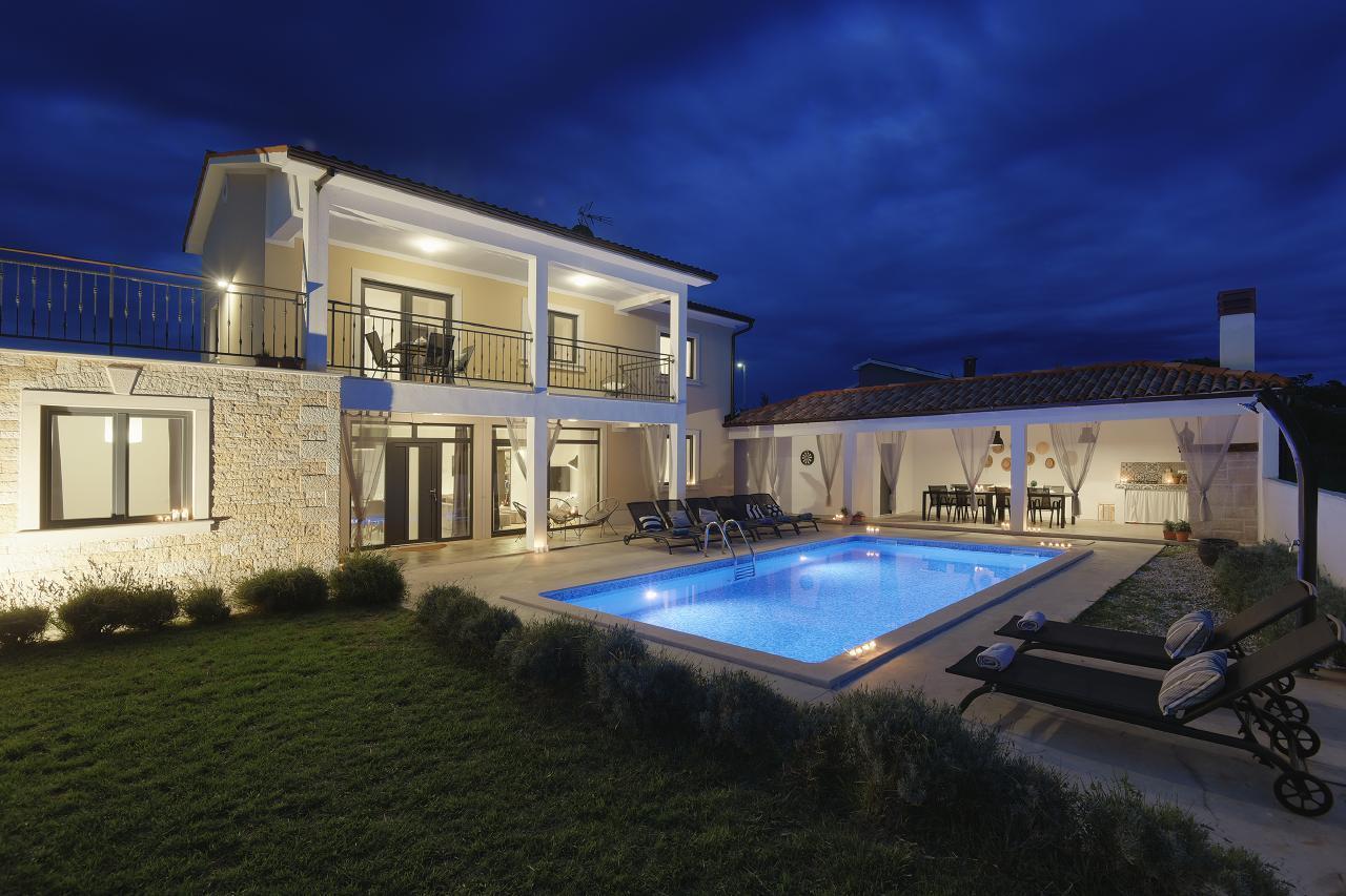 Grosszügige Familienvilla Danica mit 2 sep. W Villa in Kroatien