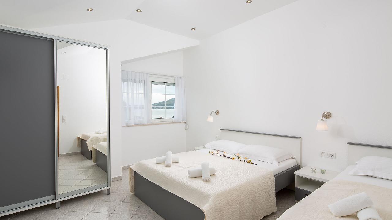 Ferienwohnung Charming Apartment Delight II. - EOS-CROATIA (2790032), Okrug Gornji, Insel Ciovo, Dalmatien, Kroatien, Bild 2
