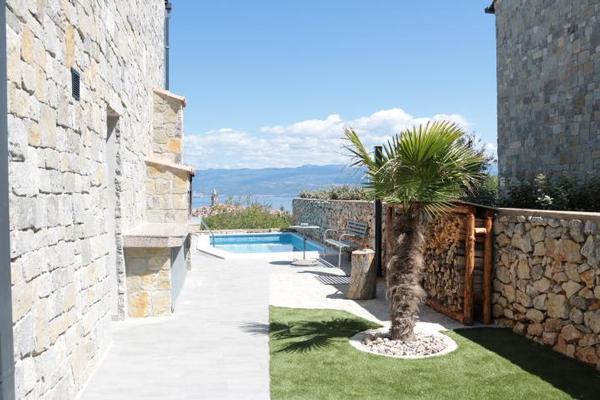 Maison de vacances Villa Paradise mit Pool und teilweise Meerblick (2819866), Vrbnik, Île de Krk, Kvarner, Croatie, image 8