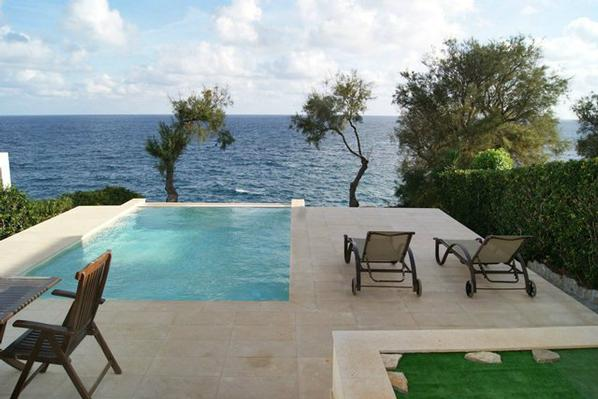 luxus villa xuscana direkt am meer mit pool fuer 6 personen ostk ste mallorca. Black Bedroom Furniture Sets. Home Design Ideas