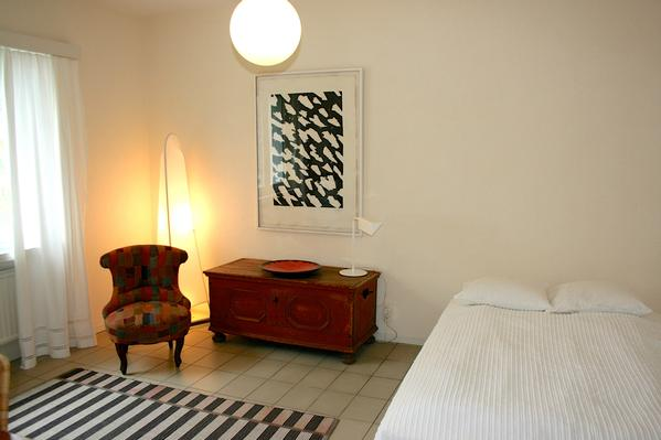 helle moderne terrassenwohnung mit pool im s dtessin. Black Bedroom Furniture Sets. Home Design Ideas