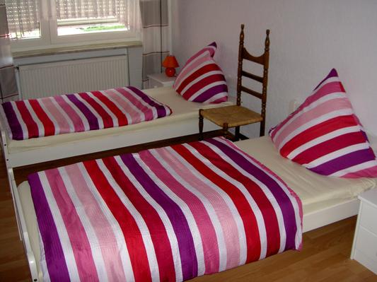 Schlafzimmer mit 2-3 Einzelbetten