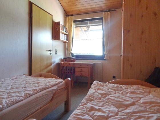 Schlafzimmer 2 mit Schreibtisch