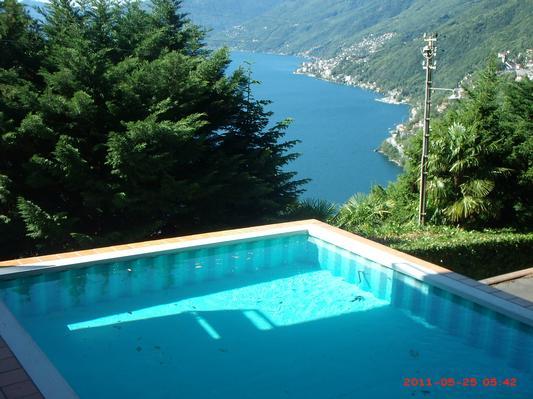 ferienwohnung 3 5 zi traumaussicht auf lago maggiore mit pool ascona locarno und umgebung. Black Bedroom Furniture Sets. Home Design Ideas