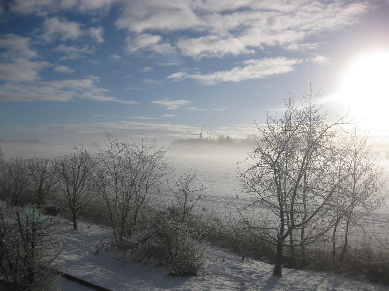 Schnee - Sonne - Nebel  Blick aus Wohnzimmer