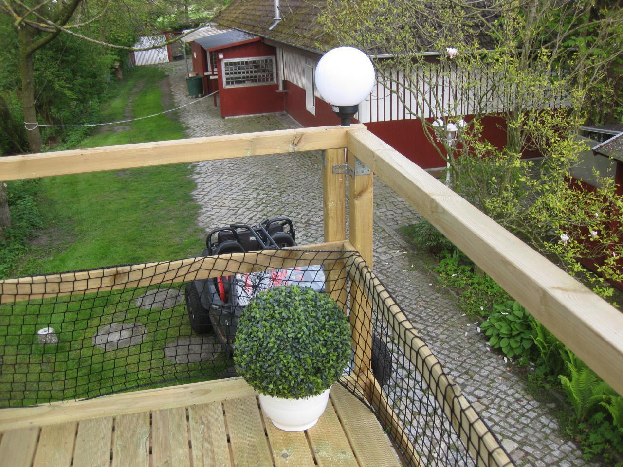 Blick zum überdachten Grillplatz von Balkon 2
