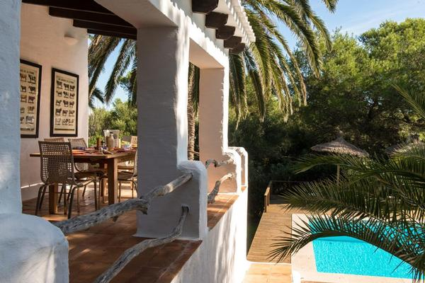ferienhaus es grau mit pool f r bis zu 8 personen mieten. Black Bedroom Furniture Sets. Home Design Ideas