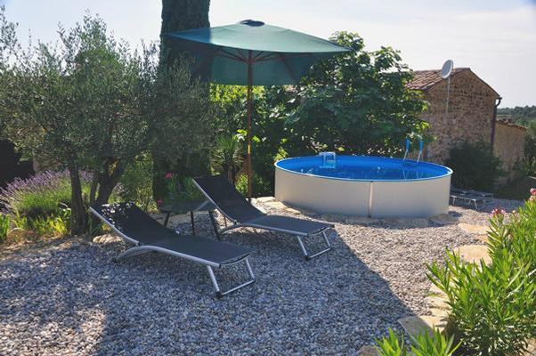 Swimming Pool im Sommer
