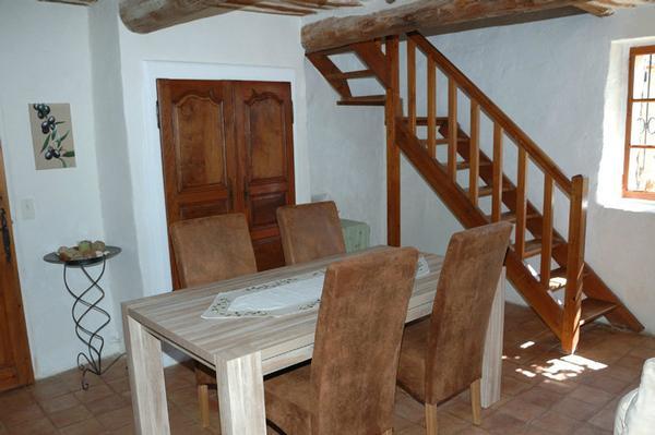 Wohnzimmer mit Treppe zum 1. OG (Schlafzimmer)