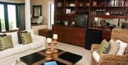 Luxuri�se Hideaway Villa inkl. Motorboot auf 2 Stockwerken, S��wasserpool
