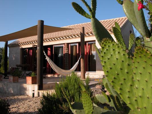 Ferienhaus Exklusive Villa in idyllischer Lage, gr. Veranda, Salzwasser-Pool, Kräutergarten (660572), Vimieiro, , Alentejo, Portugal, Bild 6
