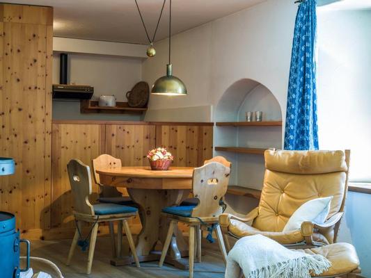 chesa michel roseg oberengadin sankt moritz. Black Bedroom Furniture Sets. Home Design Ideas