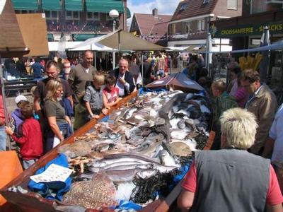 Die Braderie auf Mittwochabend und den Markt auf Donnerstagmorgen.