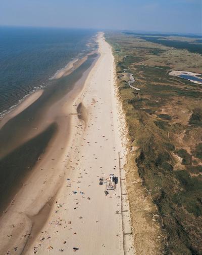 Egmond aan Zee has 23 km sehr schönes und sauberes Strand.