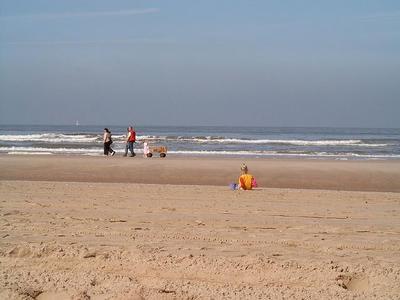 Schöne und ruhiger Strand bei Egmond aan Zee.
