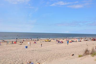 Egmond aan Zee hat einem schönes Strand.