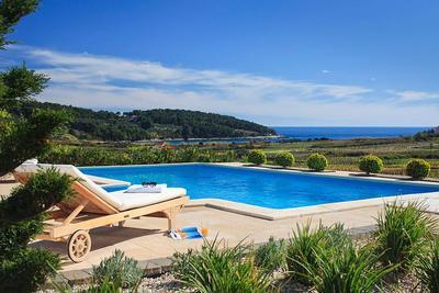 Luxusvilla am meer mit pool  Luxus-Villa mit Meerblick, 80 m vom Meer, 12 Personen, 5 ...