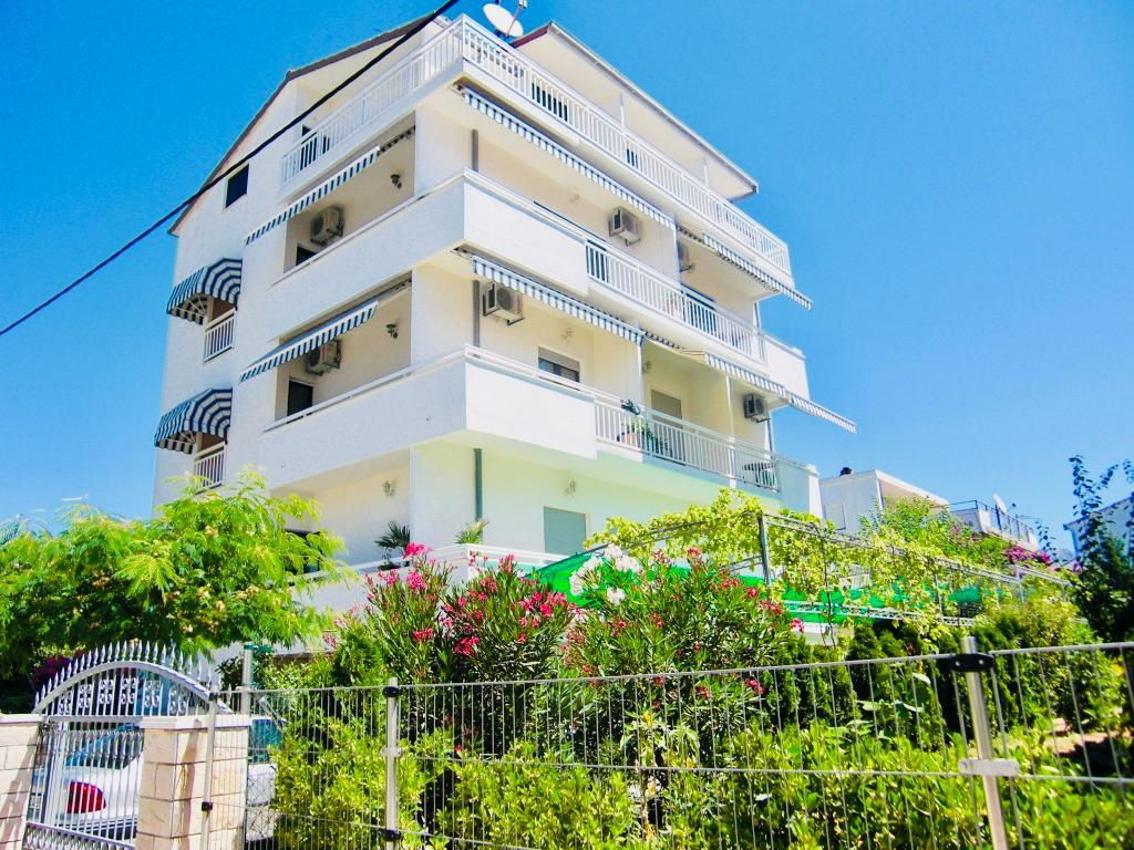 Ferienwohnung Apartmenthaus Ruza 6 - Apartment (98382), Kaštel Štafilić, , Dalmatien, Kroatien, Bild 1
