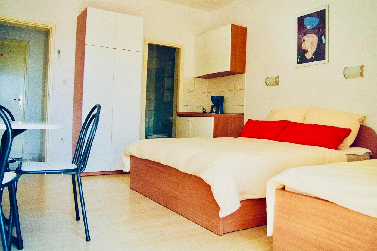 Ferienwohnung Apartmenthaus Ruza 2 - Studio (98390), Kaštel Štafilić, , Dalmatien, Kroatien, Bild 3