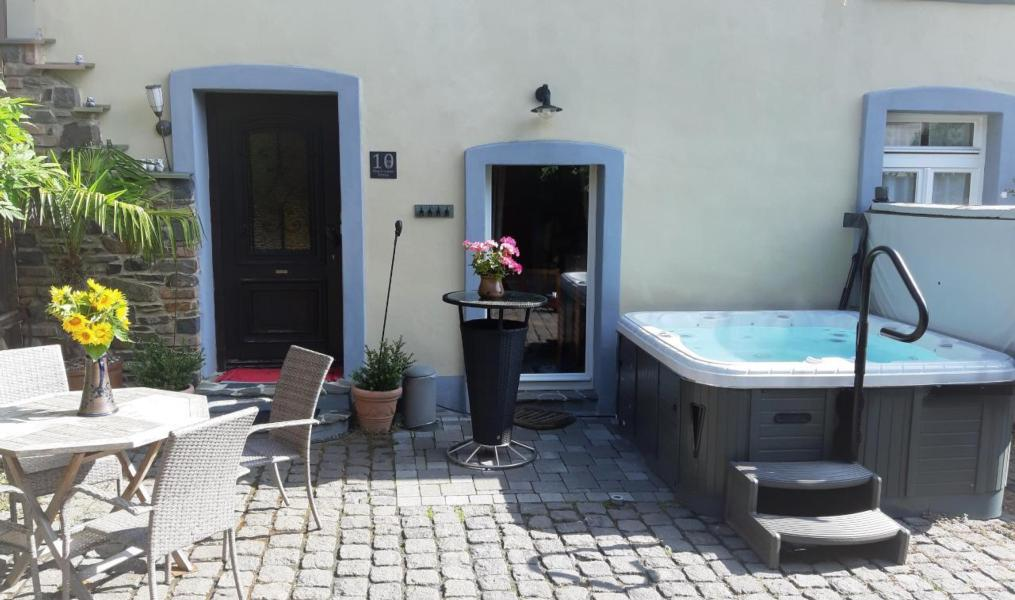 Relax-Cottage Maifelder Uhlenhorst with private spa, Mosel Eifel
