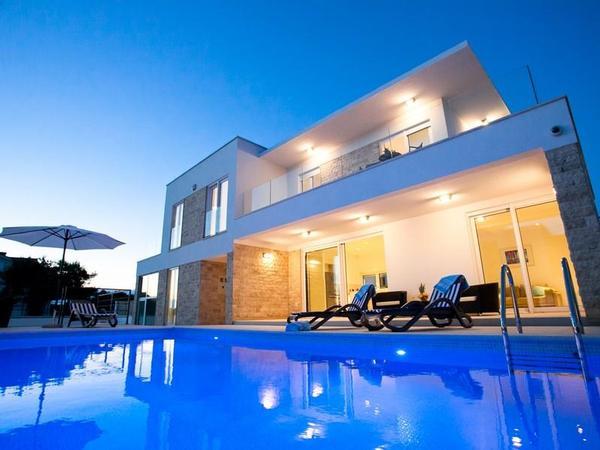 Luxus schlafzimmer mit pool  Luxus-Villa Crystal Blue, 50 m vom Meer, 8 Personen, 3 ...