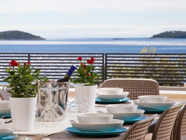 Luxus Villa White Marble Mit Meerblick, 50 M Vom Meer, 8 Personen, 3  Schlafzimmer, 3 Badezimmer, Nahe Der Stadt, Pool, Grill