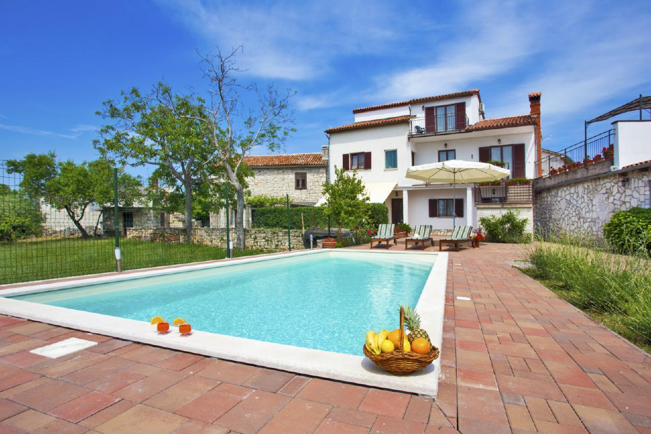 Ferienhaus mit Privatpool für 12 Personen ca.  in Kroatien