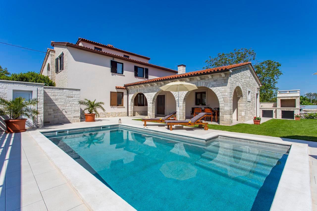 Schönes Ferienhaus Casa Mia mit PRIVAT Pool i  in Kroatien