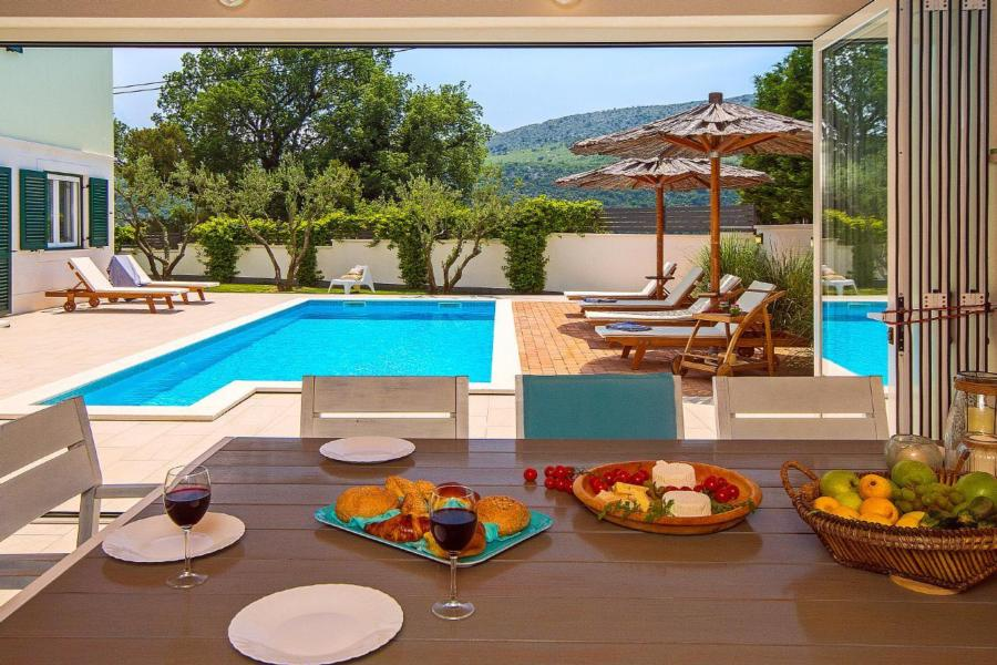Sommerküche Terrasse : Ferienhaus tugare mit terrasse oder balkon für bis zu personen
