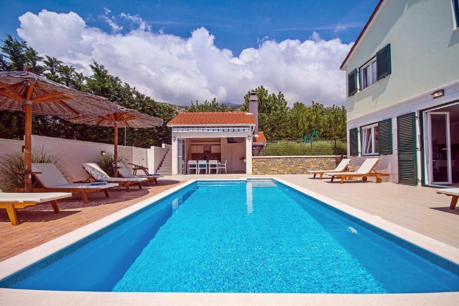 Sommerküche Auf Dem Balkon : Ferienhaus tugare mit terrasse oder balkon für bis zu 10 personen mieten