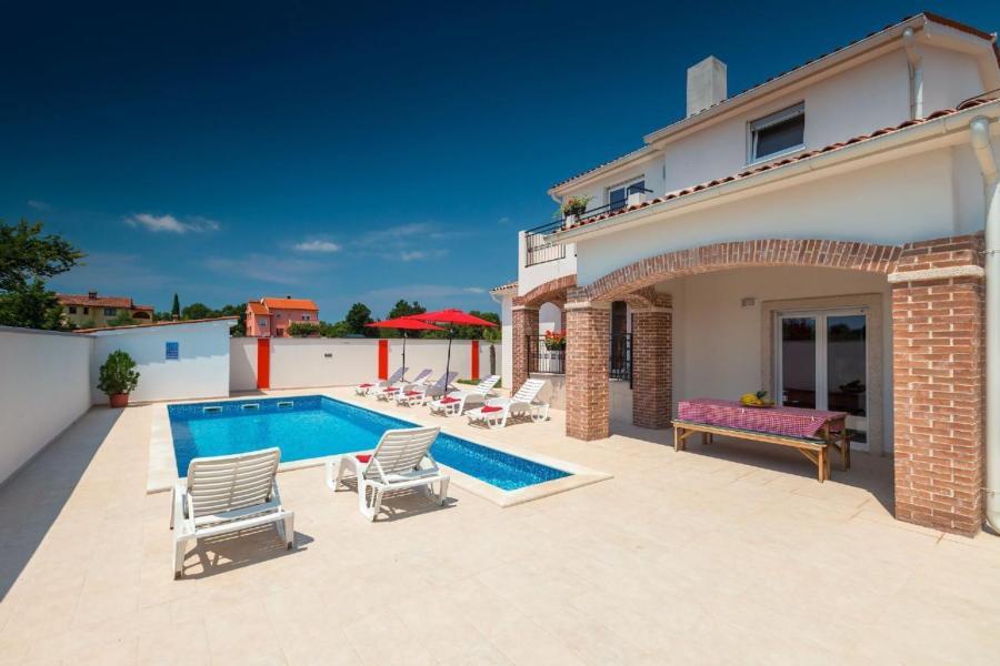 Nuova villa Sky con piscina, 4 camere da letto, 4 bagni, max ...