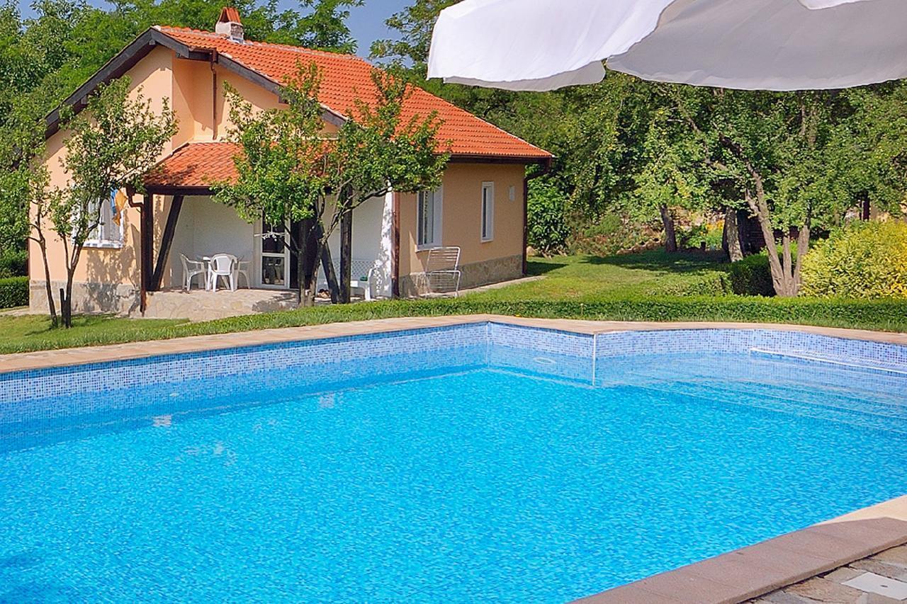 Vila Rosa mit Pool