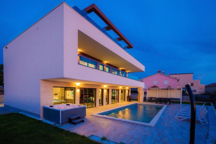 Brandneue, luxuriöse und geräumige Villa  in Kroatien