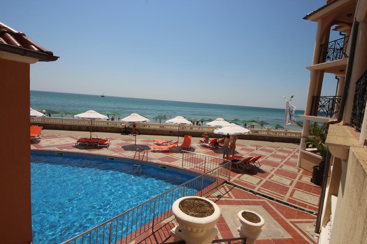 Atrium Beach A905 Elenite One Bedroom Apartment for 5 adults