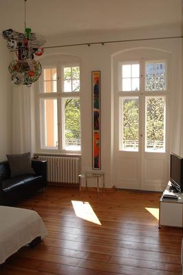 top renovierte altbauwohnung in berlin tiergarten. Black Bedroom Furniture Sets. Home Design Ideas